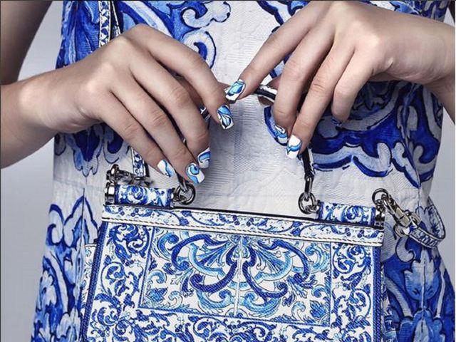 On the tiles |  Majolica-inspired nail wraps