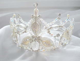 Cowry shell crown