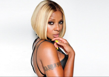 MARY J. BLIGE GIVES HER KISS OF APPROVAL!