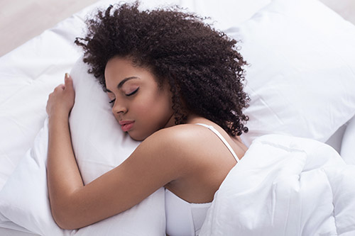 How to get a better night's sleep while dieting