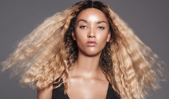 How to pull off a blonde wig