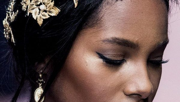 Picking hair accessories that look gorgeous on black hair without damaging it