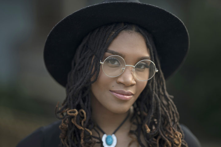 4 types of geek glasses that fashionably frame your face