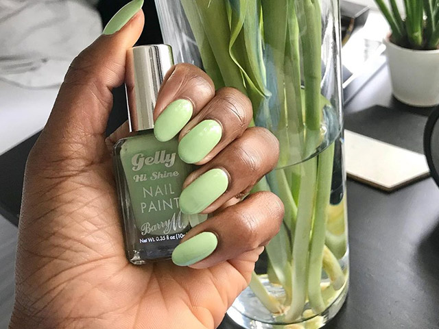 Hot Nail Trend for Spring/Summer 2021 | Pistachio Green